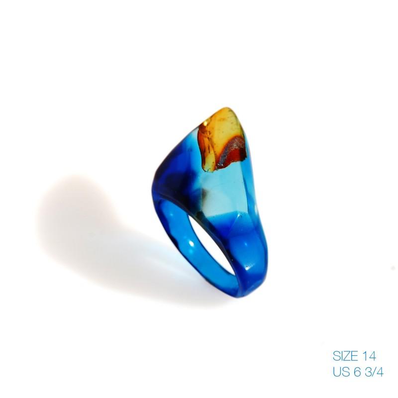 Niebieski pierścionek z bursztynem