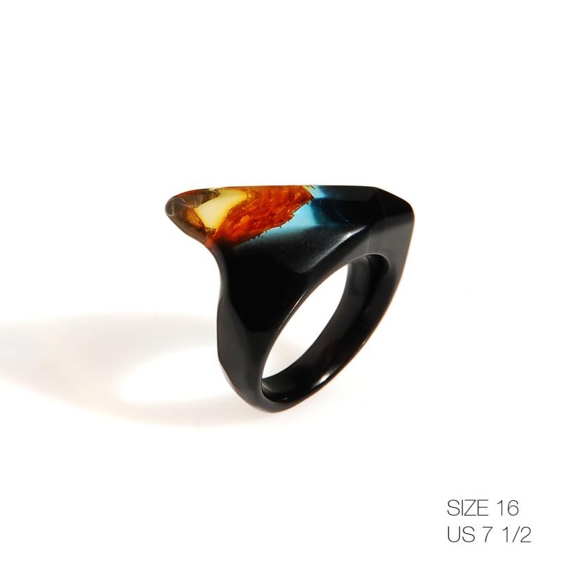 Niebieski pierścionek claw z bursztynem