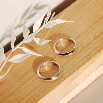 Split silver band