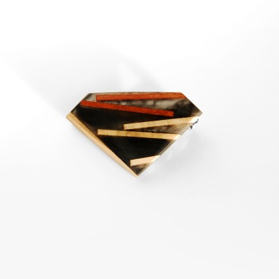 Broszka  romb z drewnem