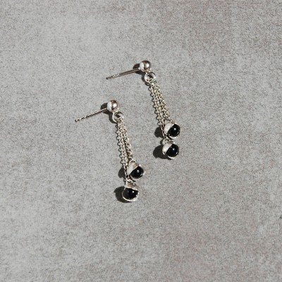 long mini Lily earrings with onyx